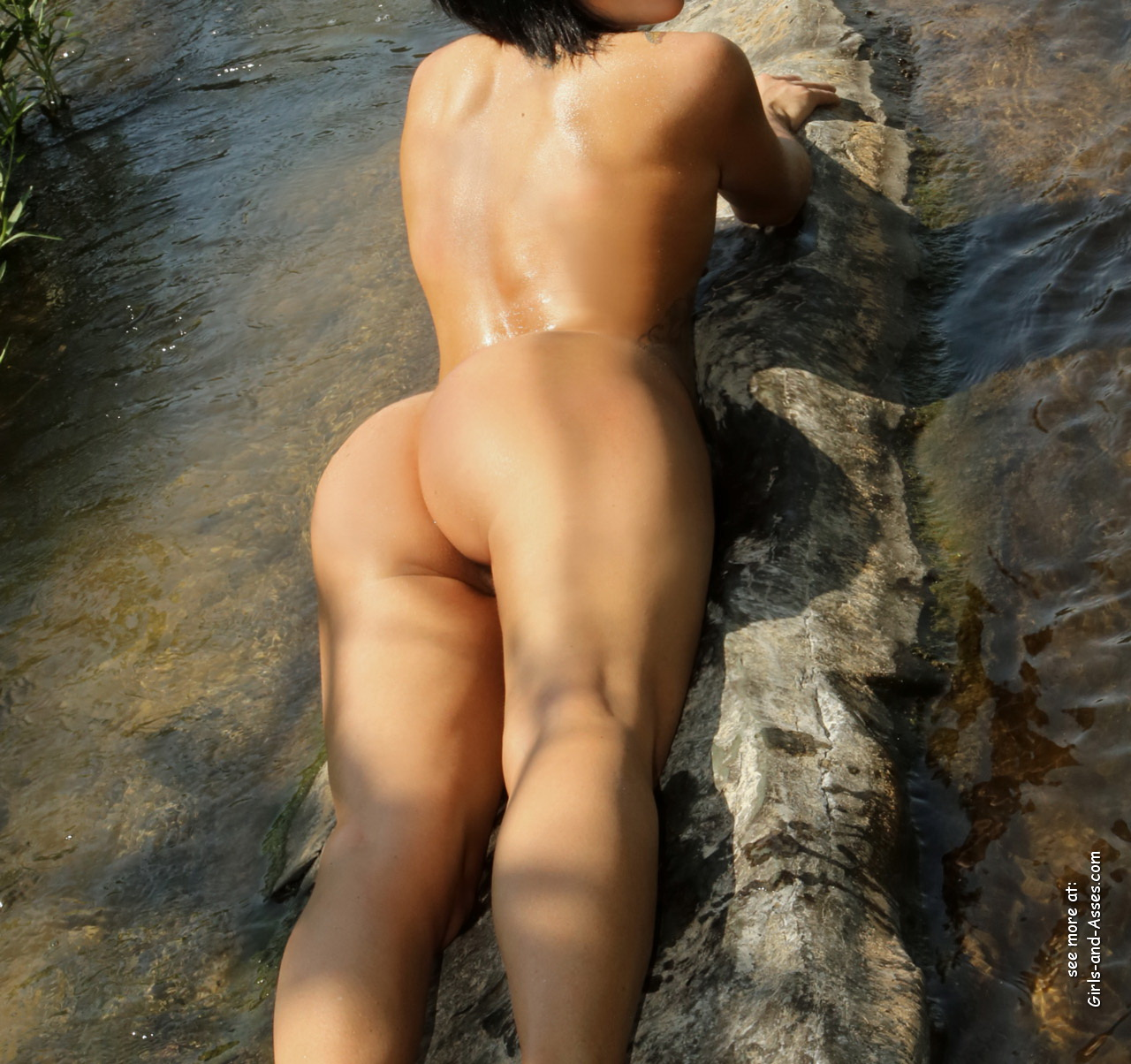naked girl with cute butt on the river photo 04241