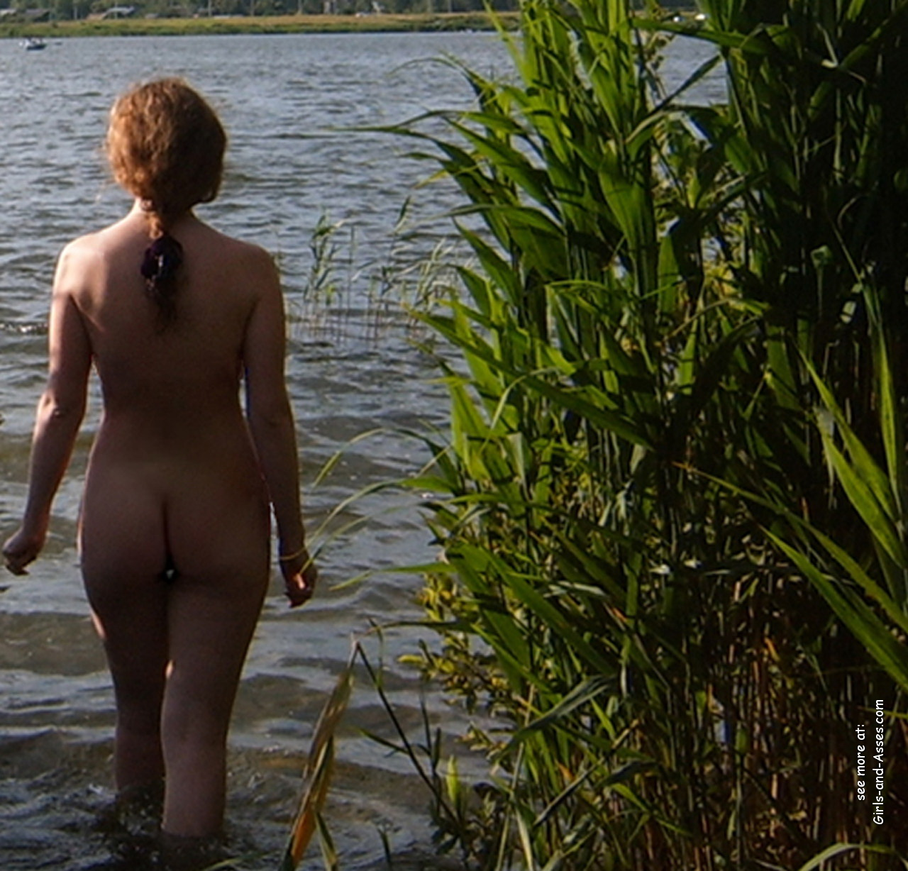 naked girl with cute butt on the river photo 04743