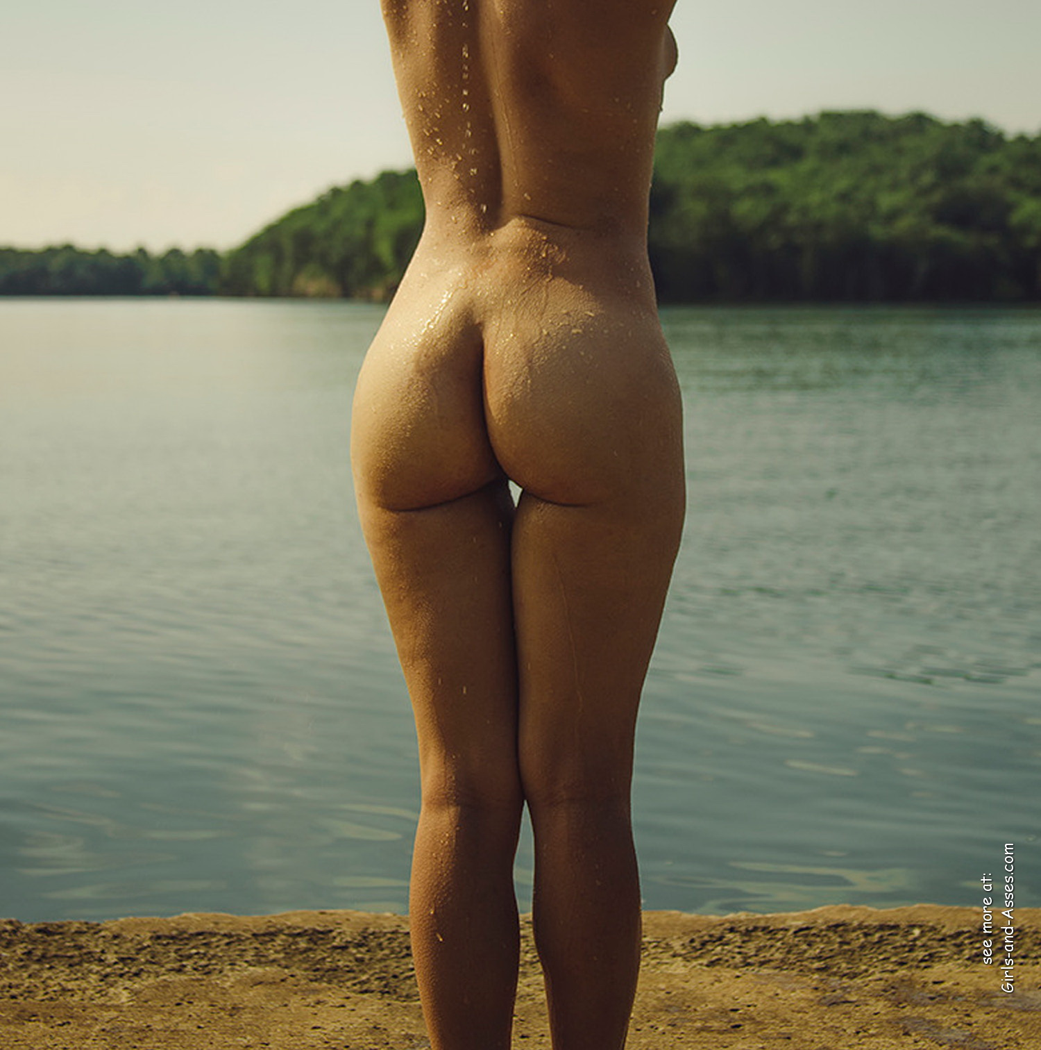 naked girl with cute butt on the river photo 05306