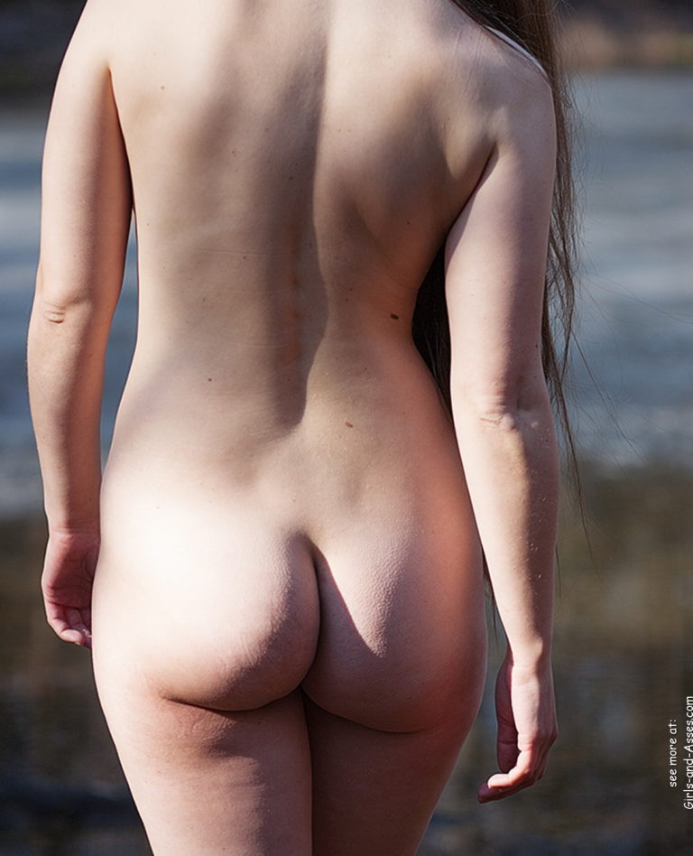 Naked girl with cute butt on the river photo 06246