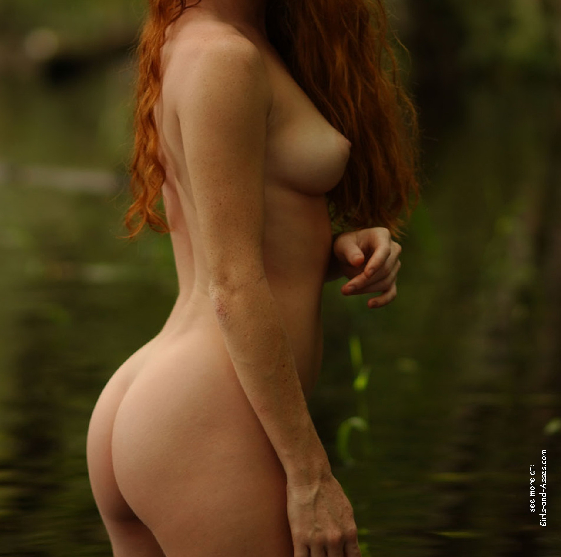 naked girl with cute butt on the river photo 06454