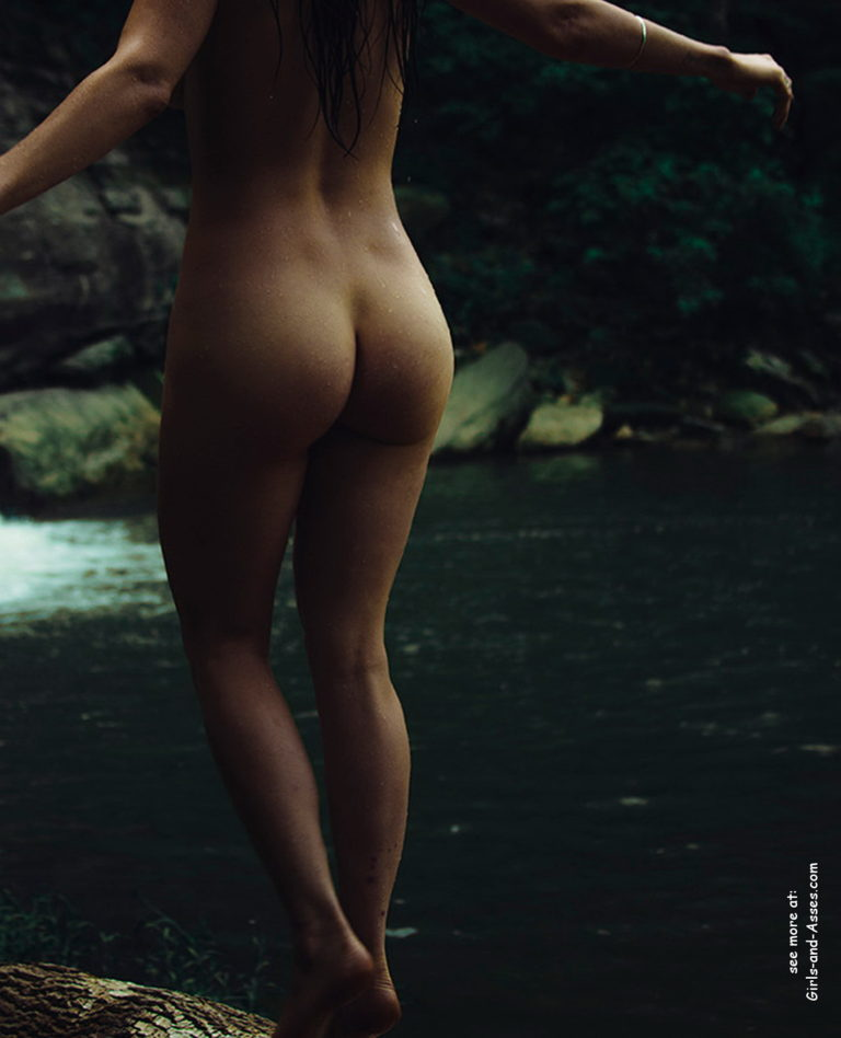 Naked girl with cute butt on the river photo 06906
