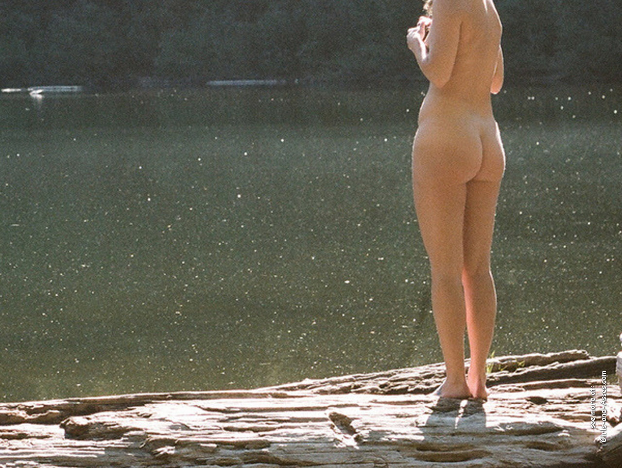 naked girl with cute butt on the river photo 07155