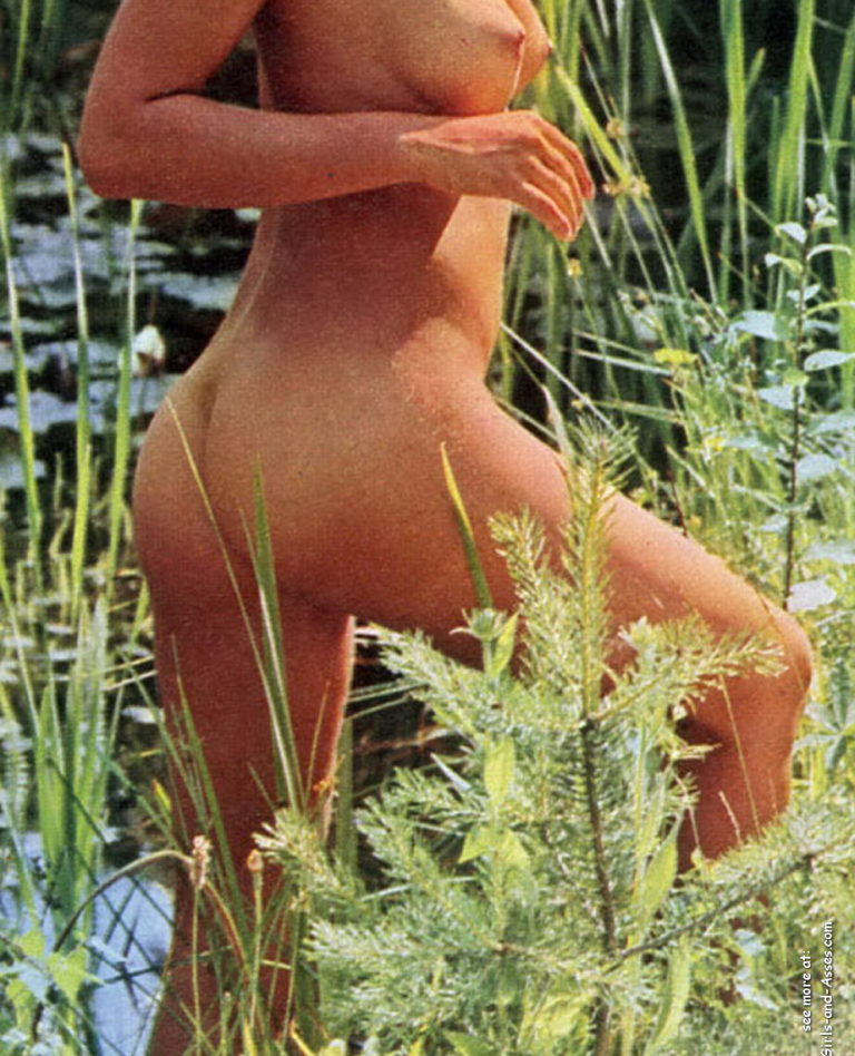 Naked girl with cute butt on the river photo 07455