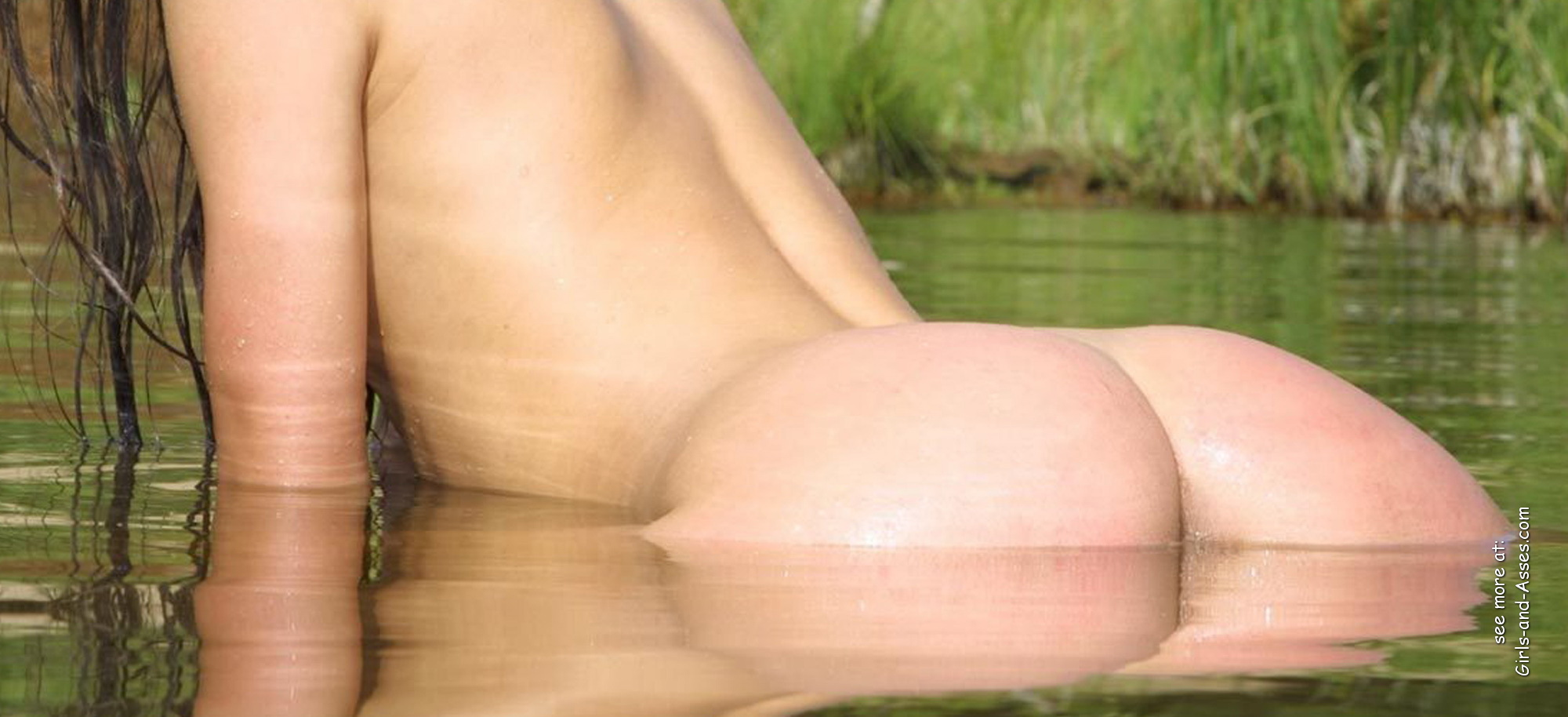 naked girl with cute butt on the river photo 08412