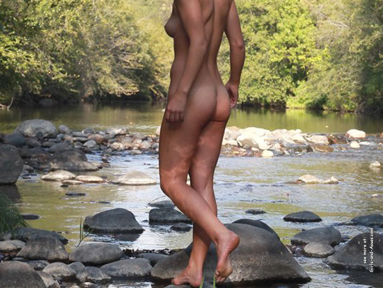 naked girl with cute butt on the river photo 08652