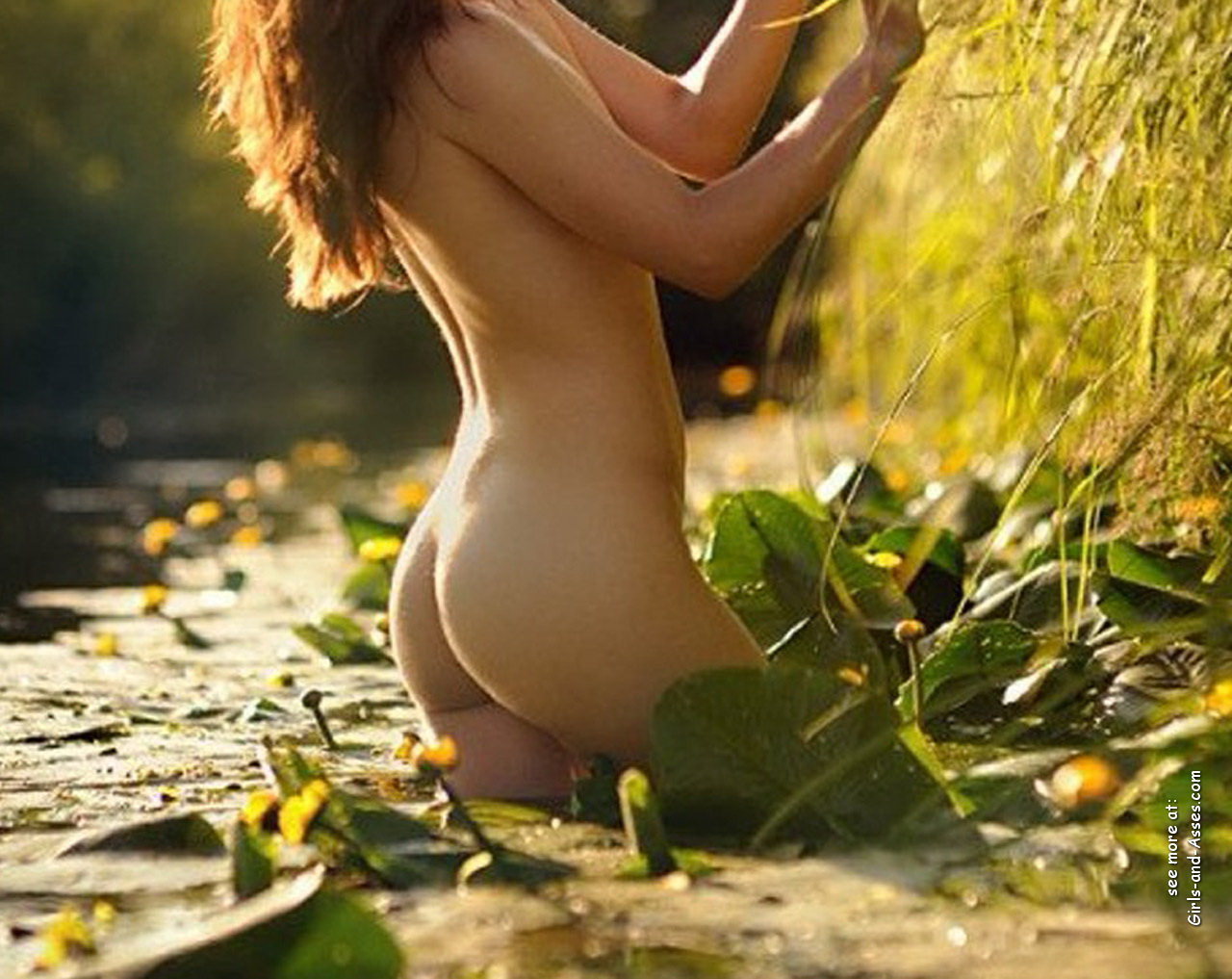 naked girl with cute butt on the river photo 09853
