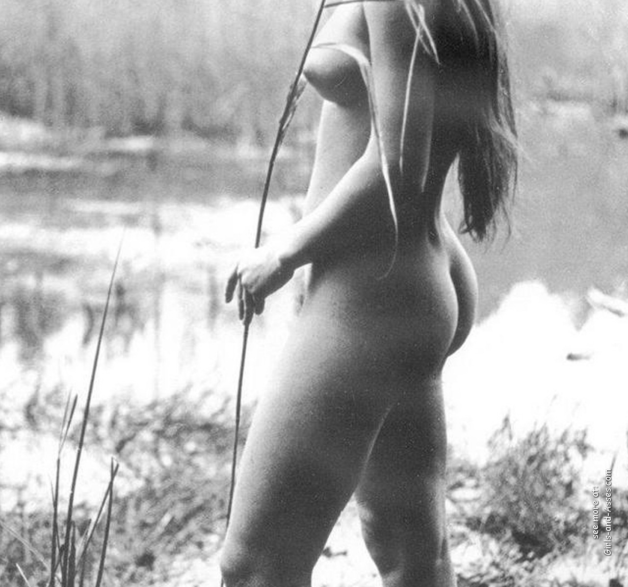 naked girl with cute butt on the river photo 10802