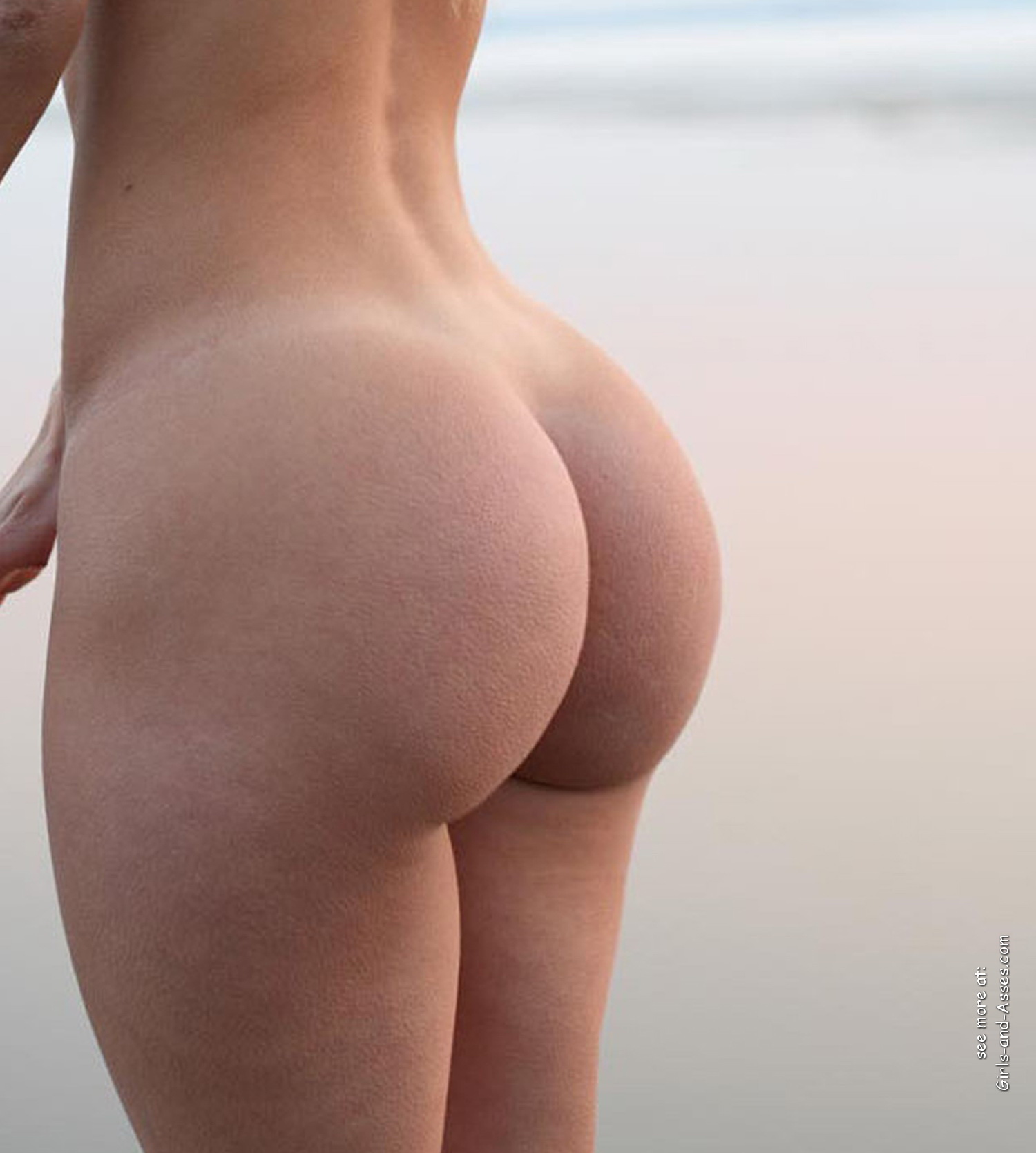 naked girl with cute butt on the river photo 11556