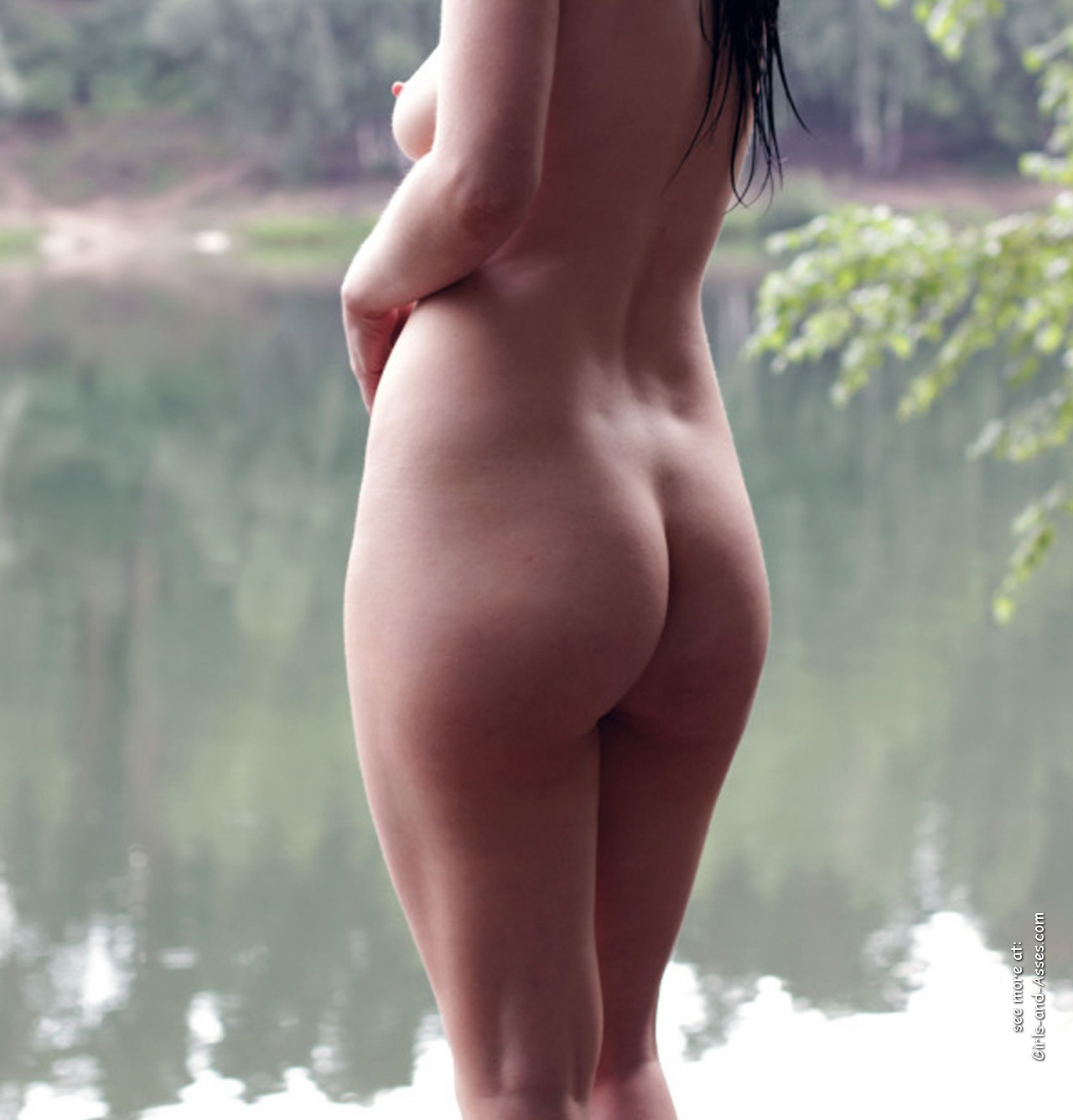naked girl with cute butt on the river photo 13358