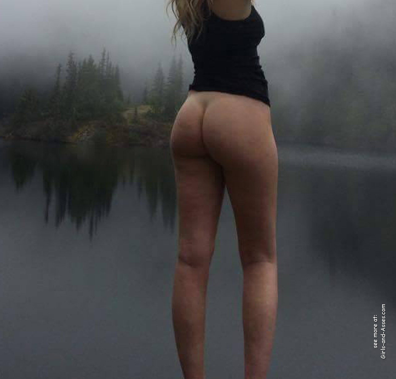 naked girl with cute butt on the river photo 15010