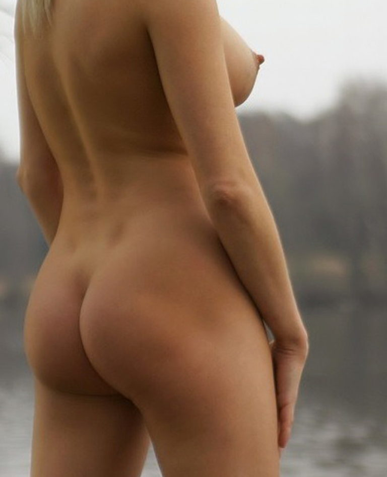 Naked girl with cute butt on the river photo 15206