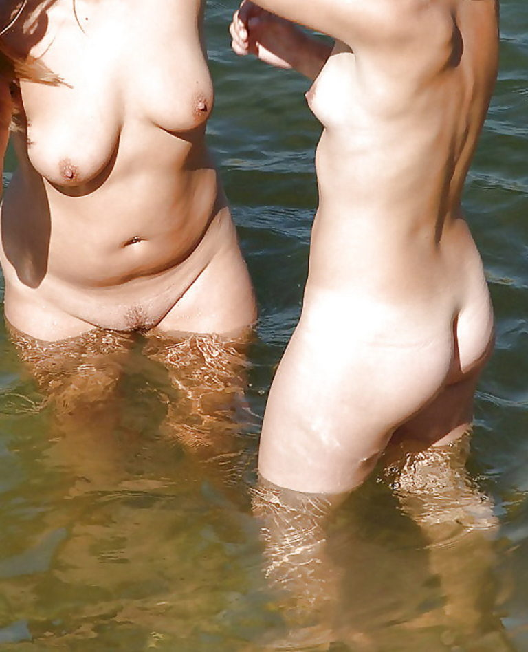 Two naked girls on the river photography 03646