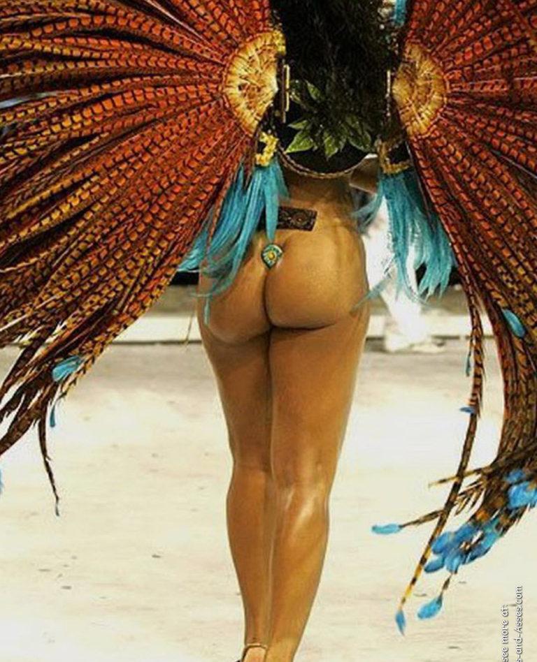 Nude female backside in public photo 00607