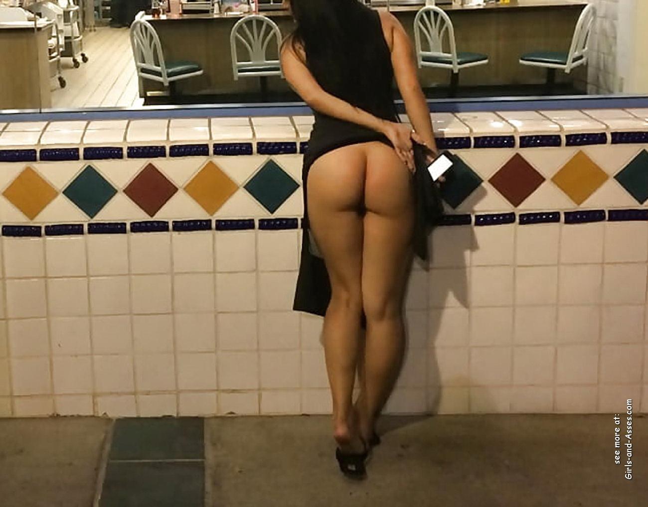 nude female backside in public photo 00834