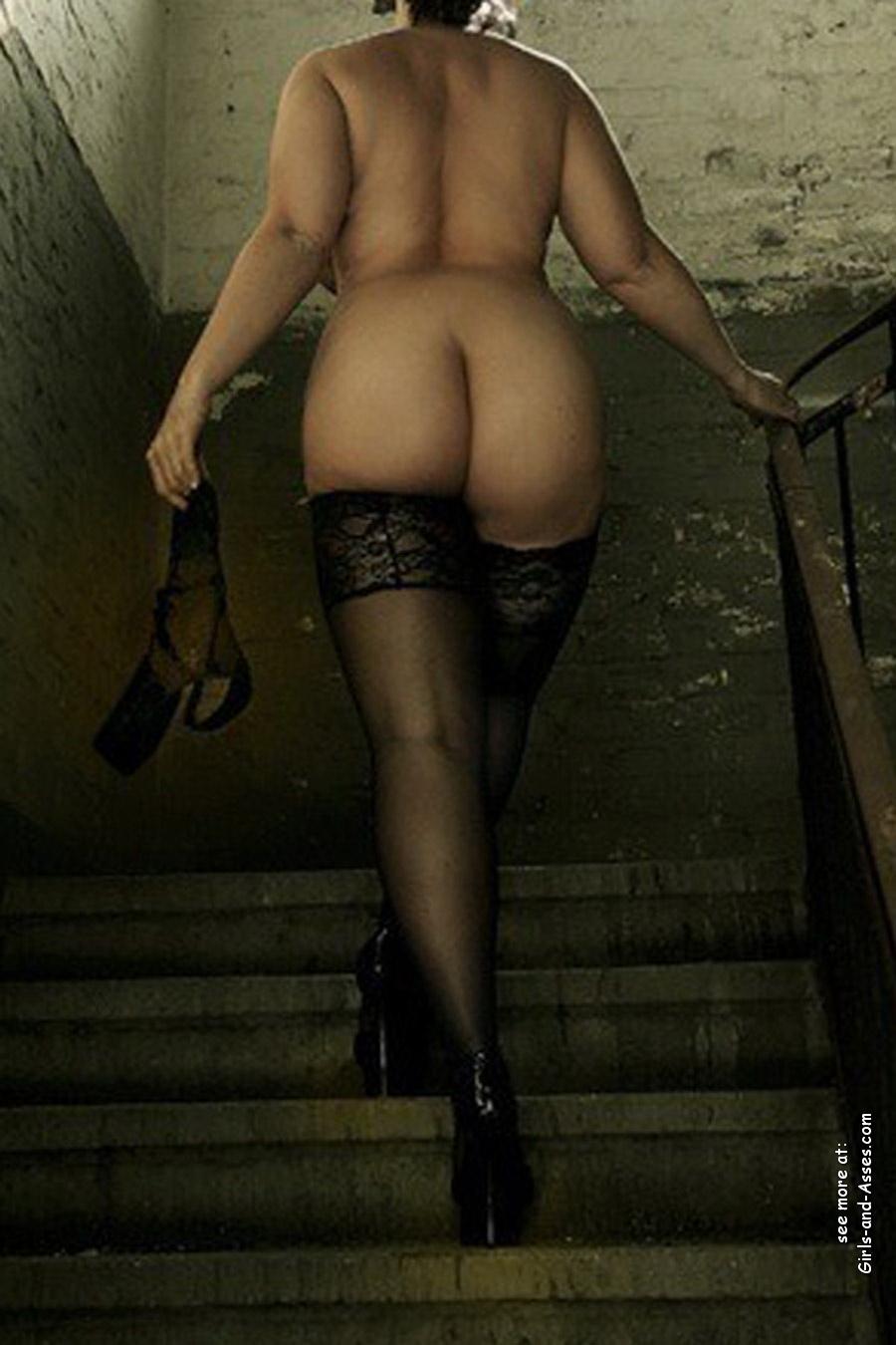 nude female backside in public photo 01543