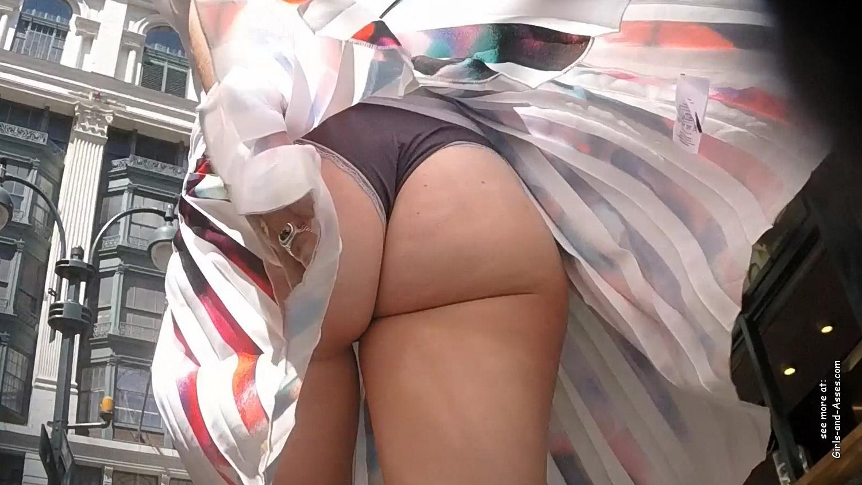 hot nude cheeks ass walking the street photo 01551