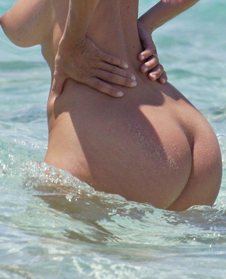 Naked pawg resting at the sea photography 03148
