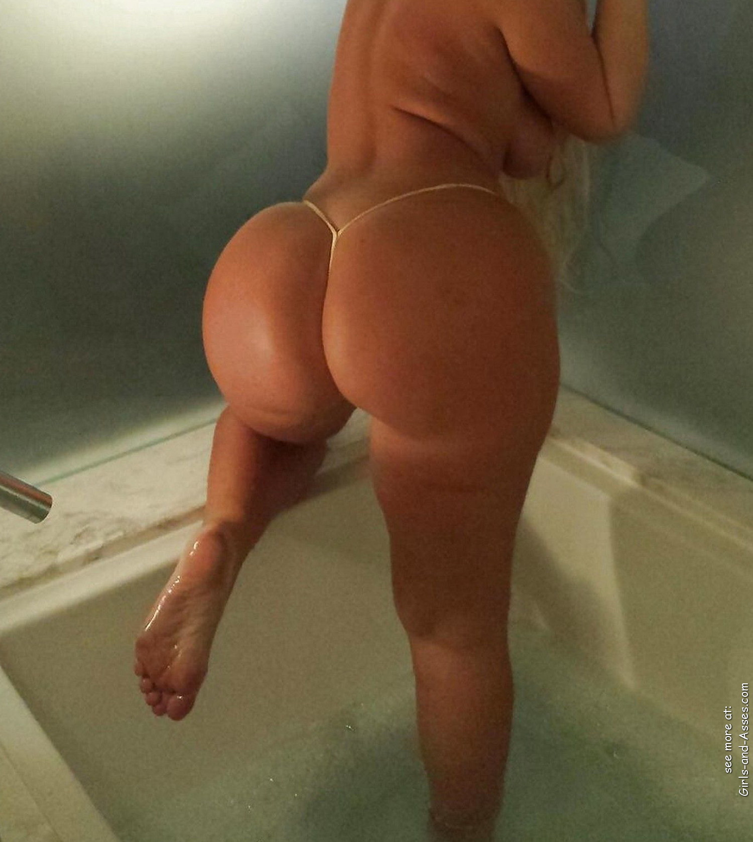 nude girl with massive ass in the bathtub photography 00247