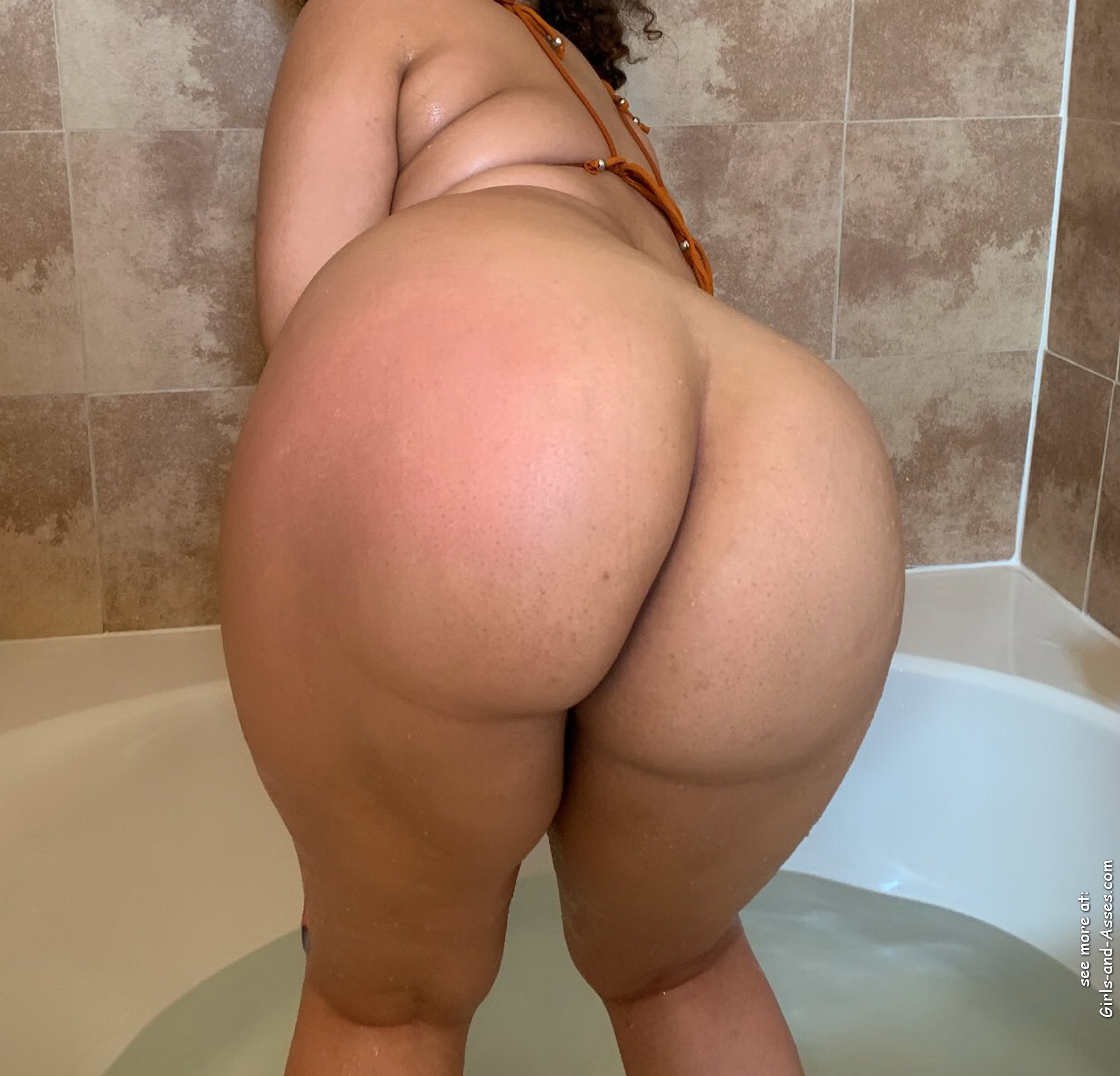 nude girl with massive ass in the bathtub photography 00946