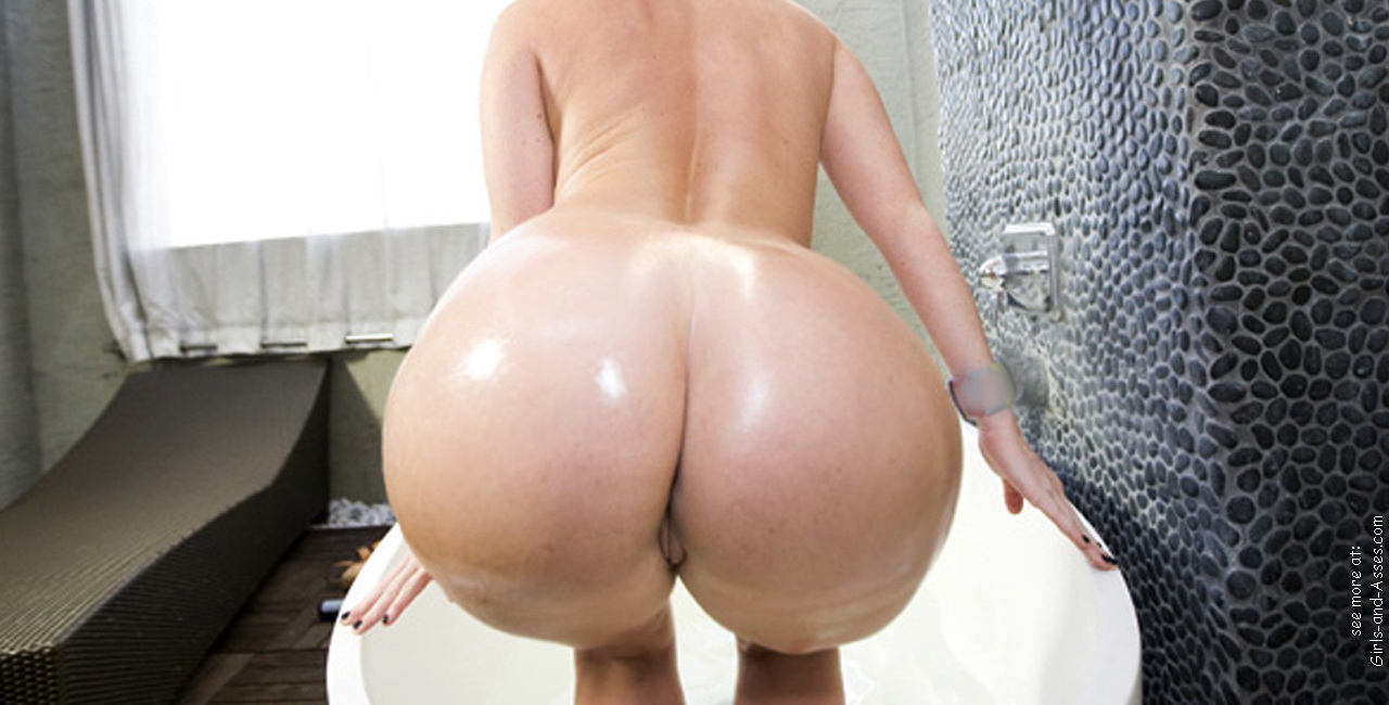 nude girl with massive ass in the bathtub photography 01148