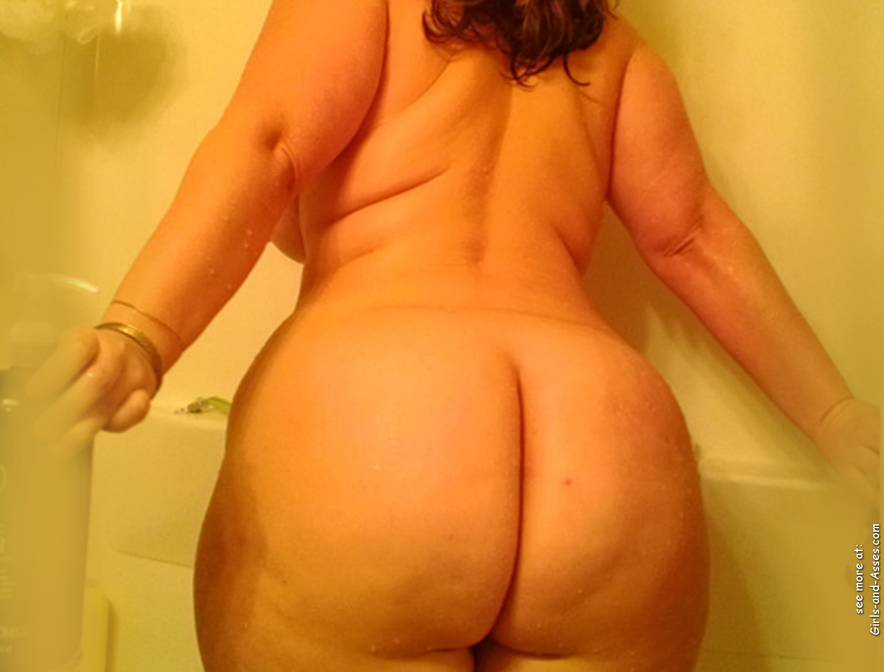 nude girl with massive ass in the bathtub photography 03751