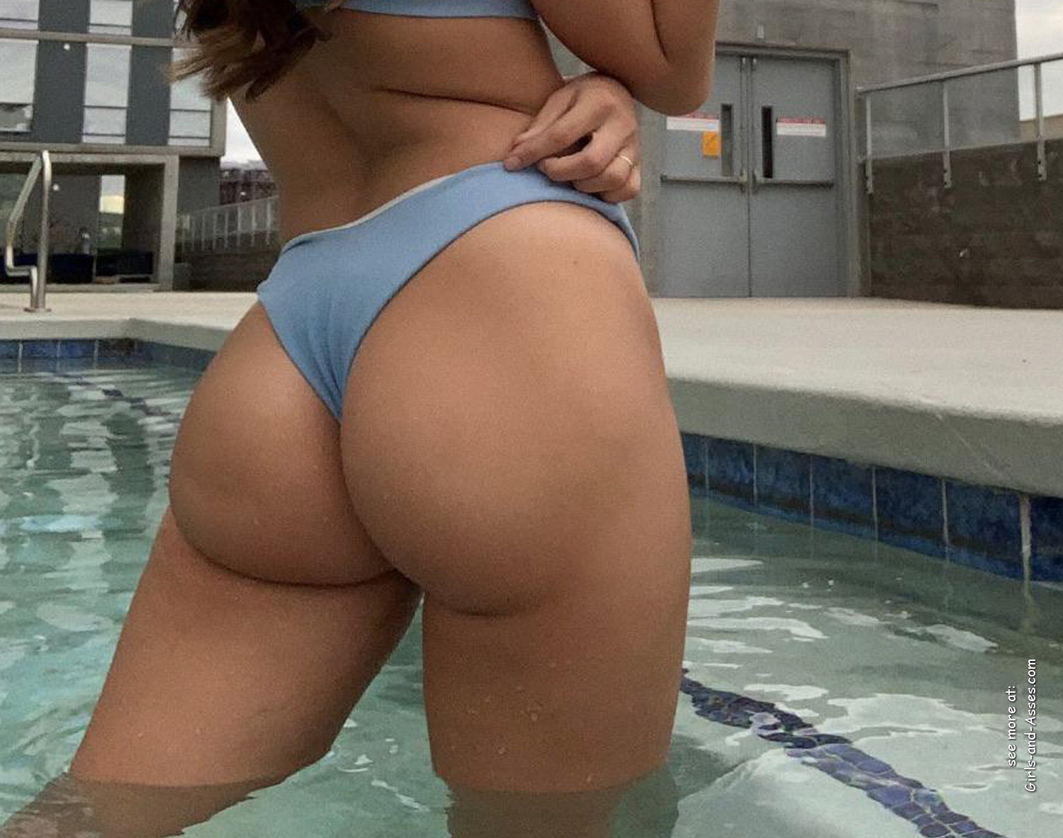 beautiful ass by the pool photo 00512