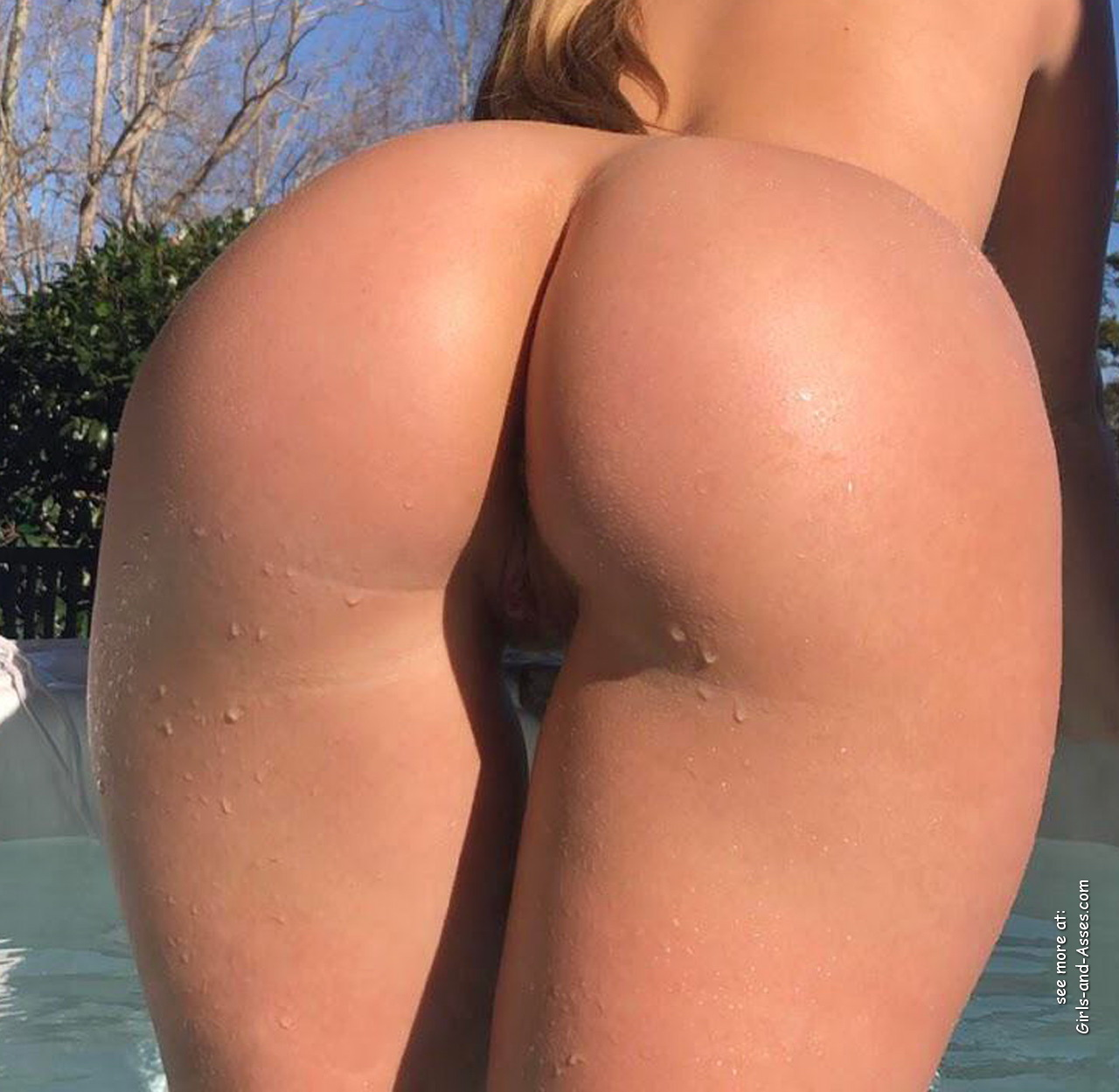 beautiful naked ass by the pool photo 00328