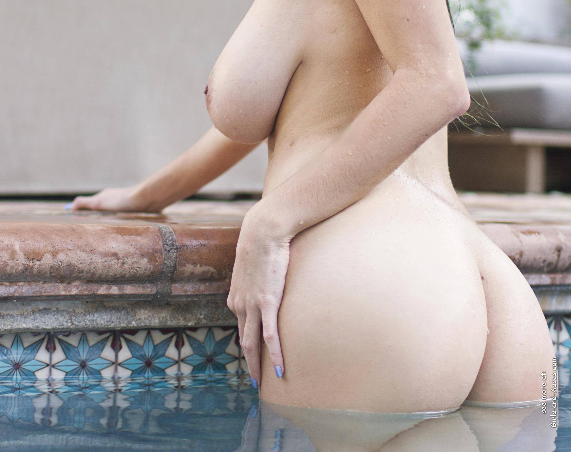 beautiful naked ass by the pool photo 00658