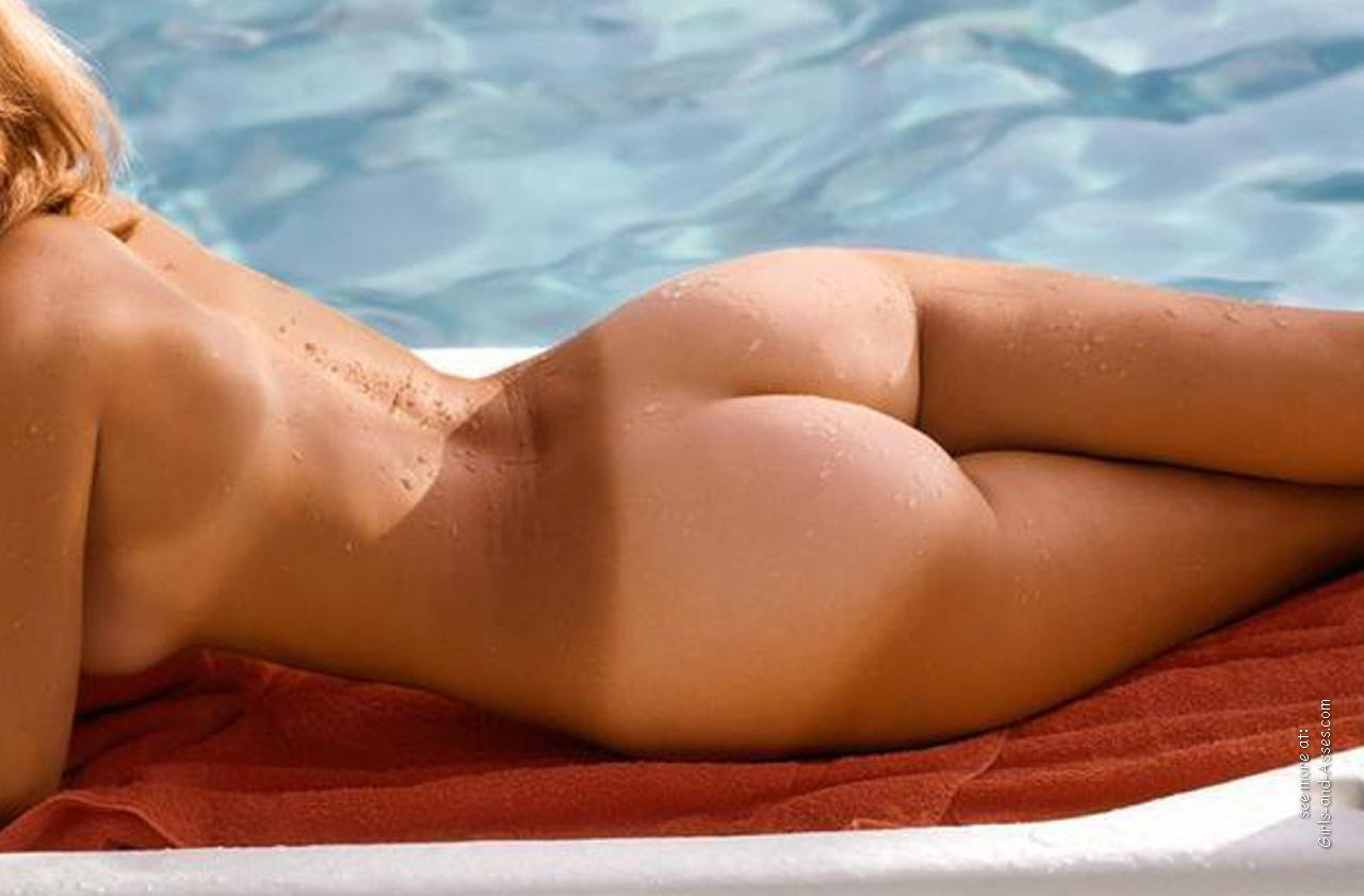 beautiful naked ass by the pool photo 00751