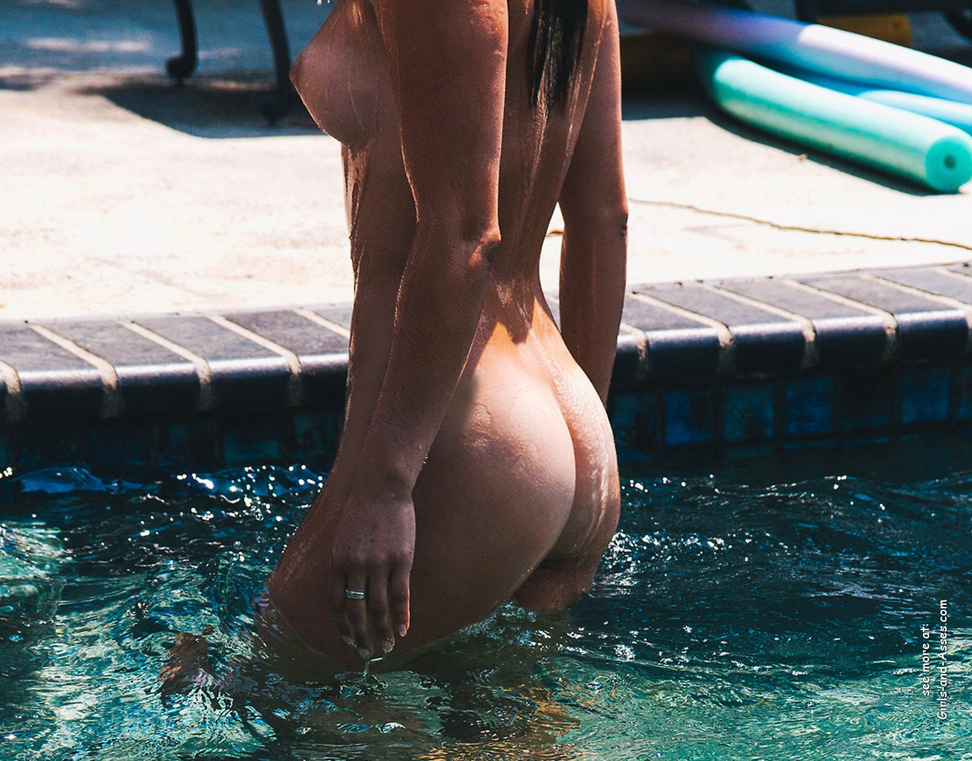 beautiful naked ass by the pool photo 00942