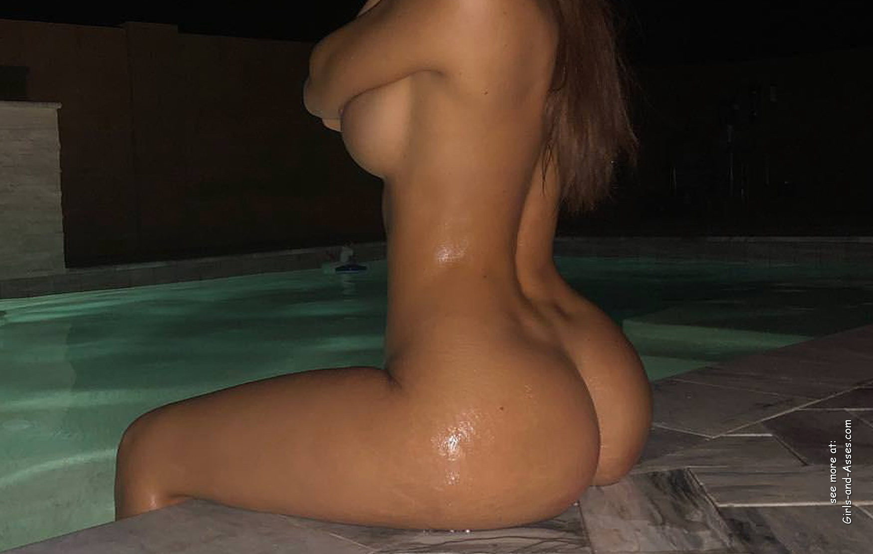 beautiful naked ass by the pool photo 02640