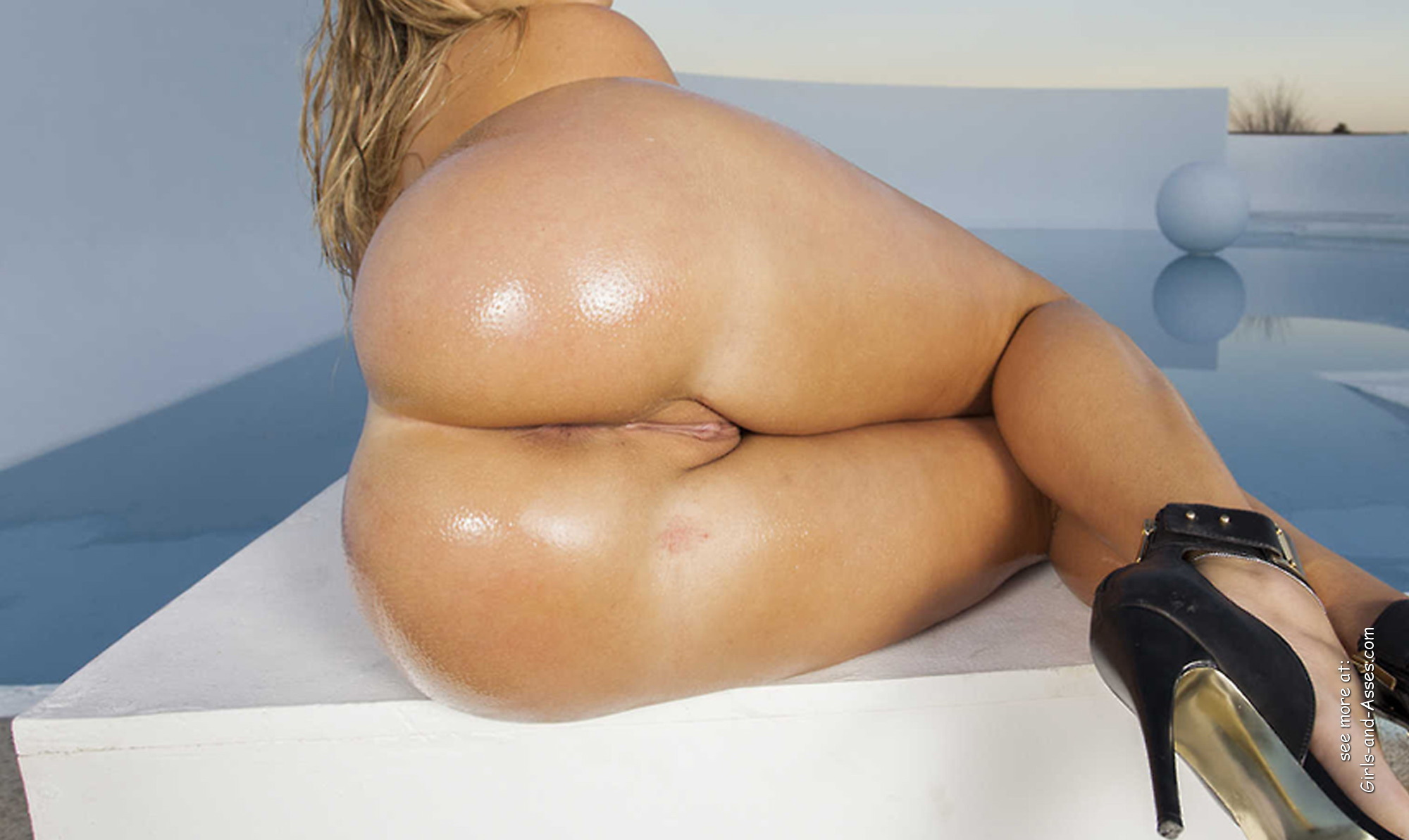 big thick naked booty by the pool picture 00925