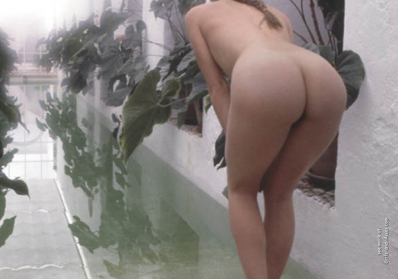 naked ass in doggystyle by the pool photography 01945
